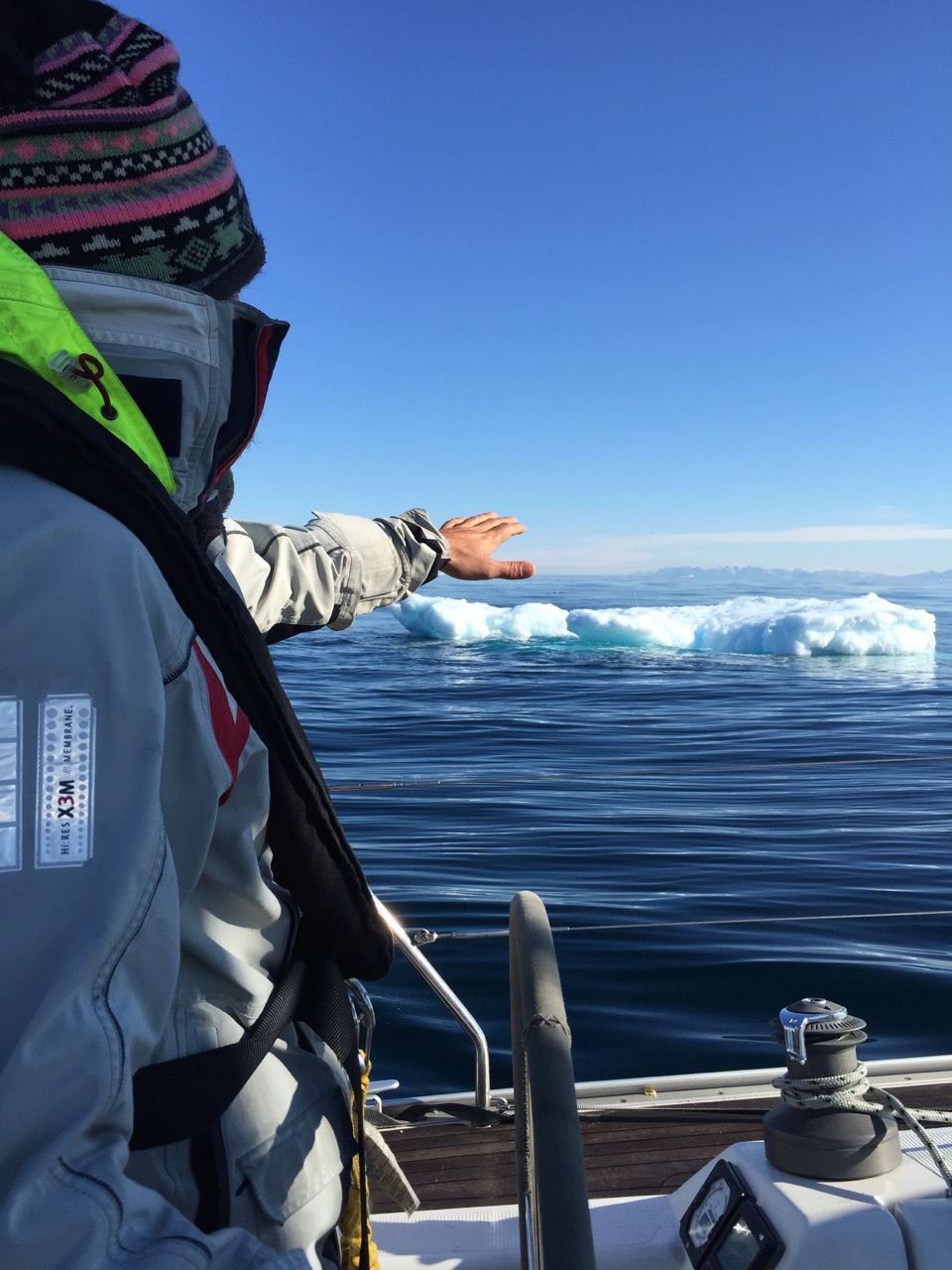 Jørgen studerer første isflak