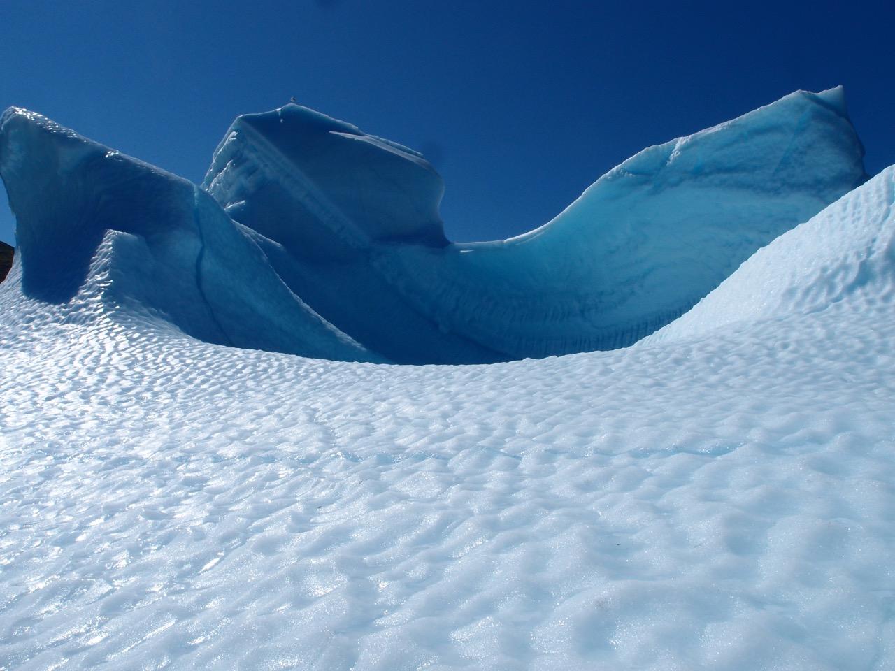 Inntil et isfjell med jolla